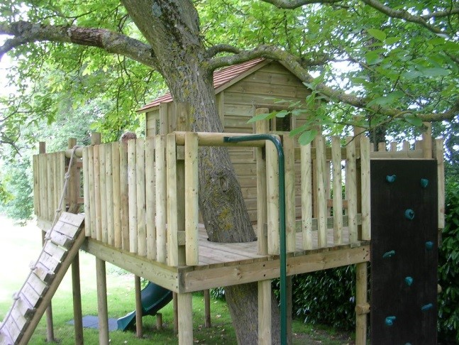 Langley bespoke tree platform and playhouse